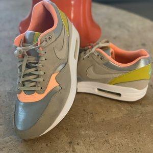 Nike Wmns Air Max 1 PRM size 9